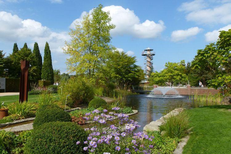 Blick auf ein Wasserspiel im Park der Gärten in Bad Zwischenahn
