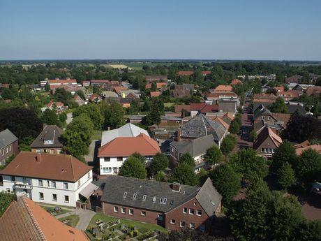 Luftaufnahme von Häusern in Marienhafe