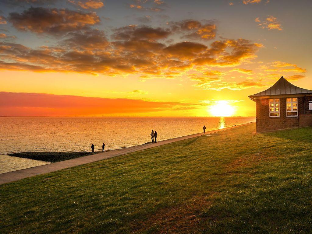 Sonnenuntergang am Südstrand in Wilhelmshaven