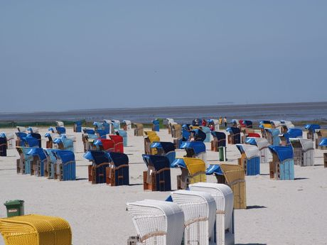 Strandkörbe am Strand von Harlesiel