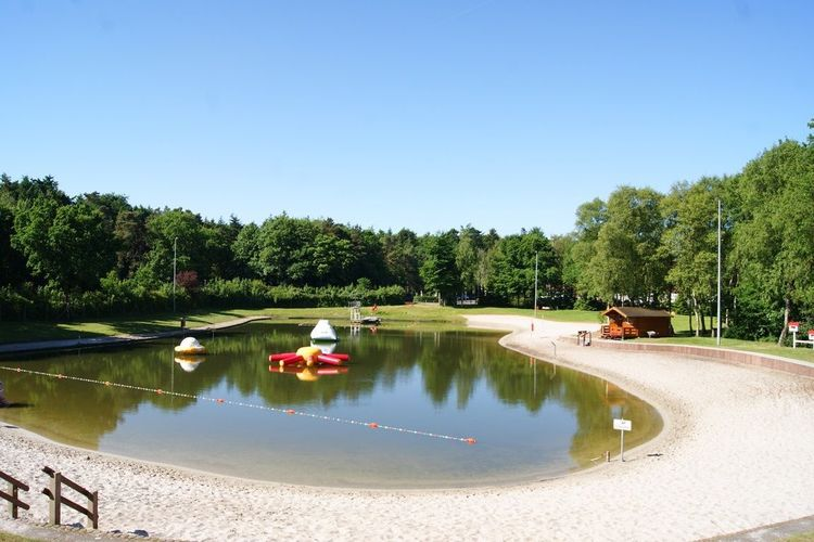 Das Natur- und Waldfreibad in Friedeburg ohne Besucher im Frühling