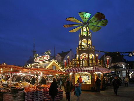 Der Auricher Weihnachtsmarkt am Abend