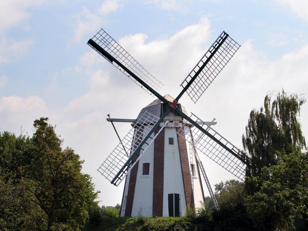 Außenansicht der Wallholländer-Mühle Westerscheps in Edewecht