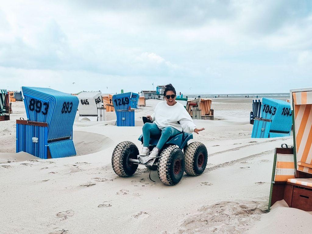 Ein Strandmobil am Strand von Langeoog