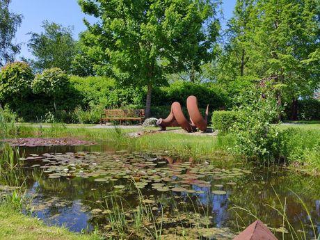 Teich im Skulpturengarten in Funnix