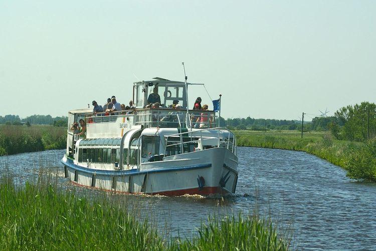 MS Stadt Aurich auf dem Ems-Jade-Kanal