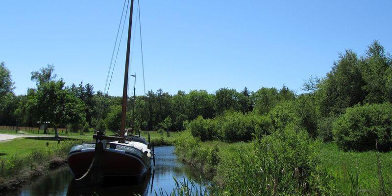 Boot auf einem Kanal in Wiesmoor