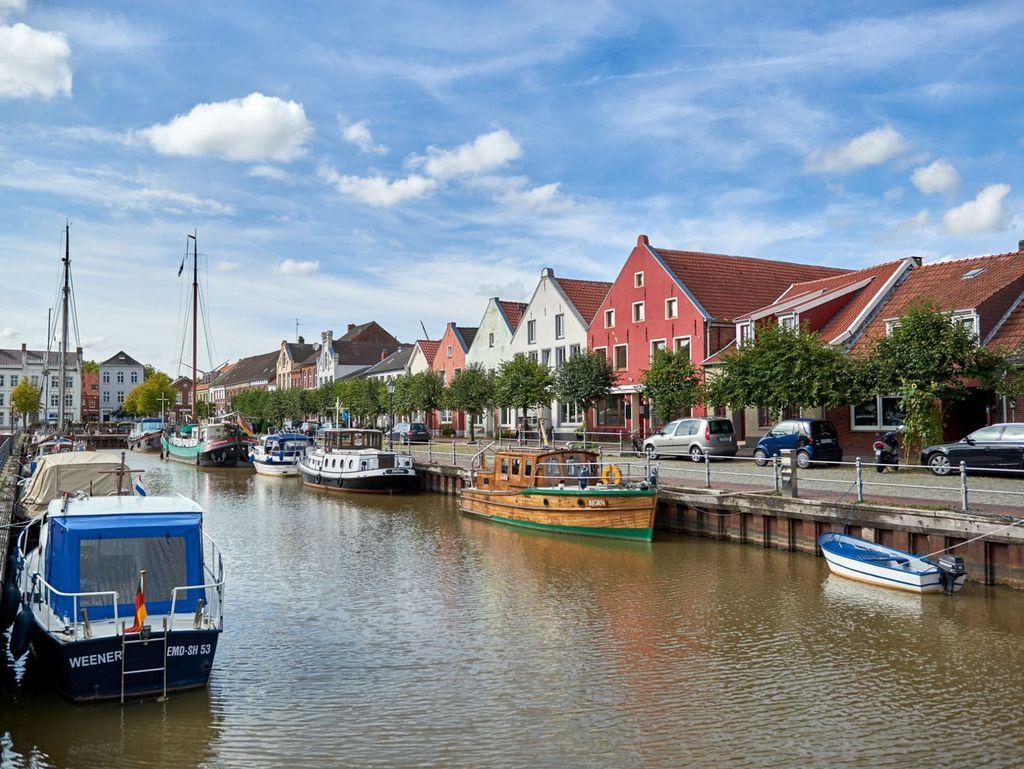 Boote im Alten Hafen von Weener