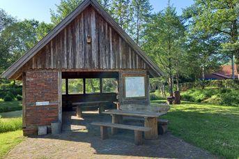 Schutzhütte am Dorfteich Halsbek