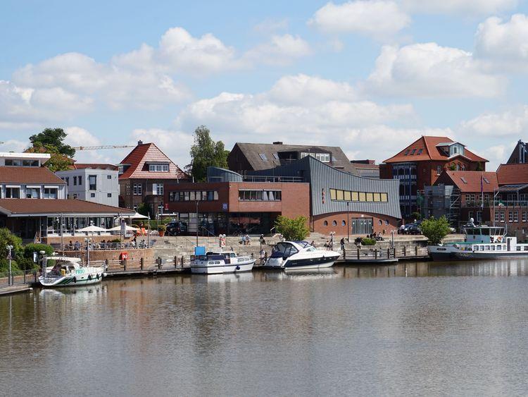 Die Tourismuszentrale in Leer - südliches Ostfriesland - befindet sich direkt am Hafen.
