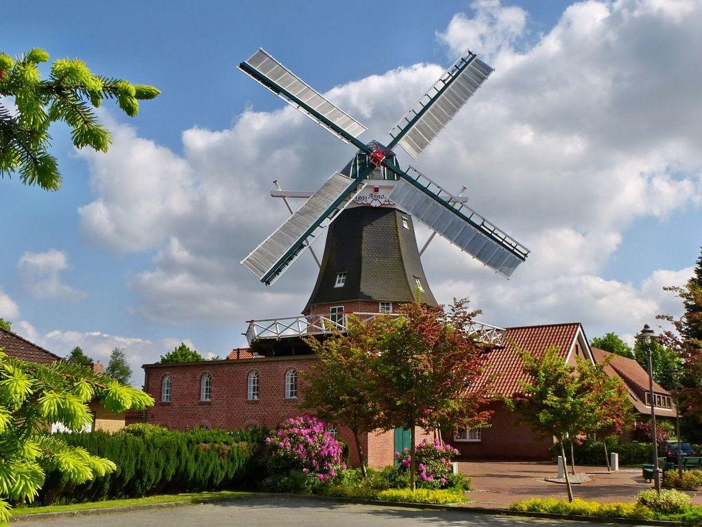 Mühle in Idafehn mit blauem Himmel