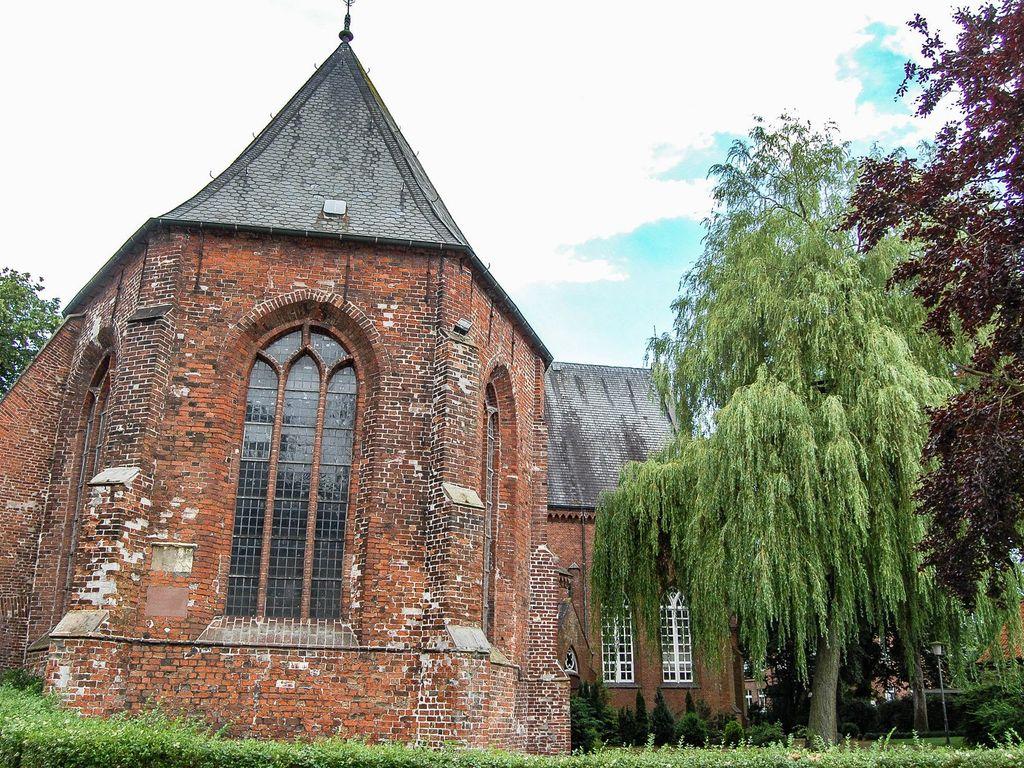 Außenansicht der Georgskirche in Weener