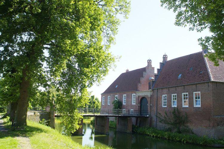 Die Brücke über den Burggraben der Burg Hinta