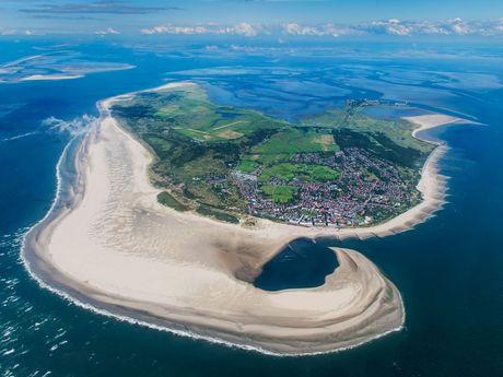 Luftaufnahme vonm Nordseeheilbad Borkum