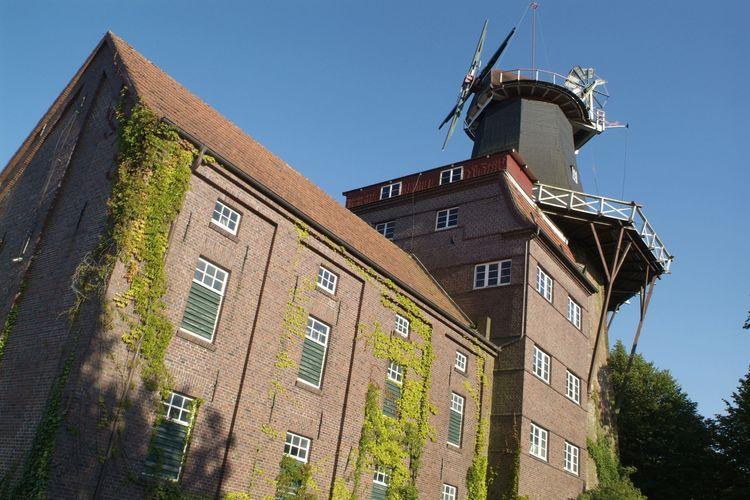 Blick von unten hoch zur Hager Mühle