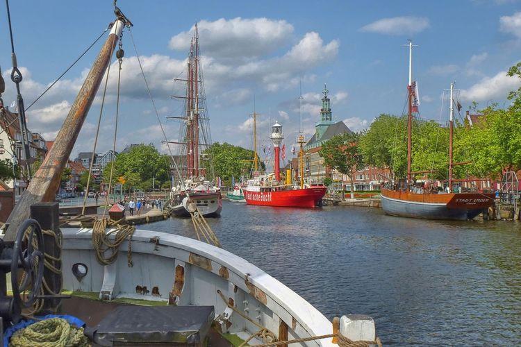 Delft in Emden mit Feuerschiff