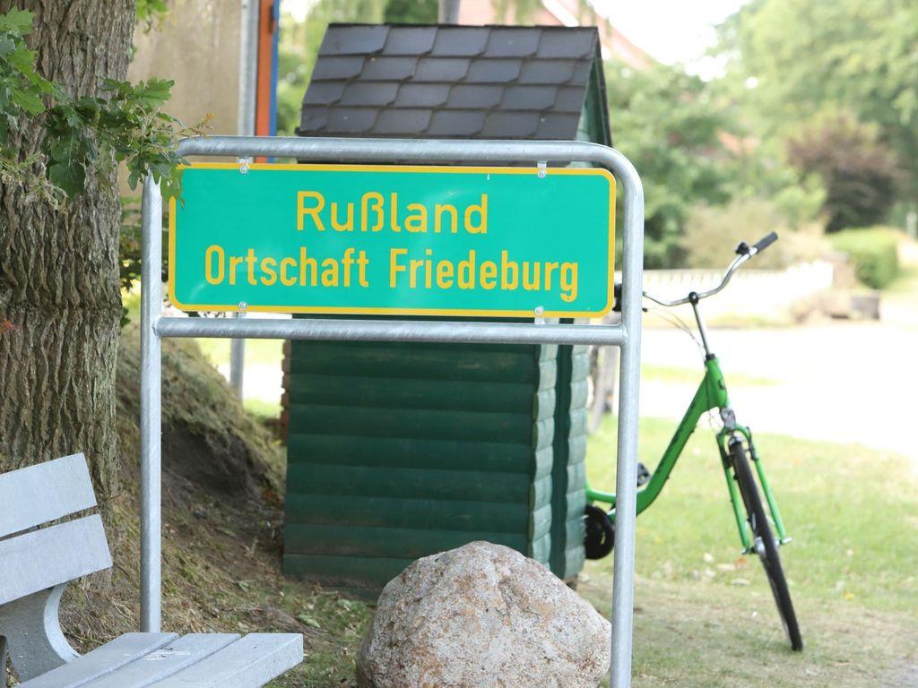 Ortsschild der Ortschaft Rußland in Friedeburg