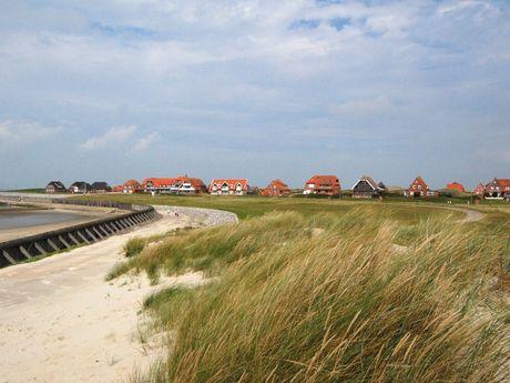 Backsteinhäuser auf Baltrum am Wattenmeer