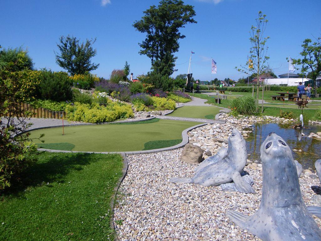 Blick über die Anlage des Golfparks in Norddeich