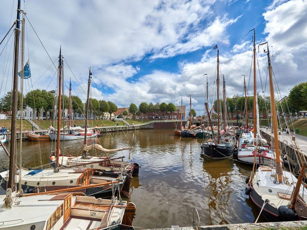 Viele Boote im Hafen von Carolinensiel
