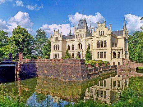 """Ausstellung """"Gartenlust - Gartenlast"""" im Schloss Evenburg in Leer"""
