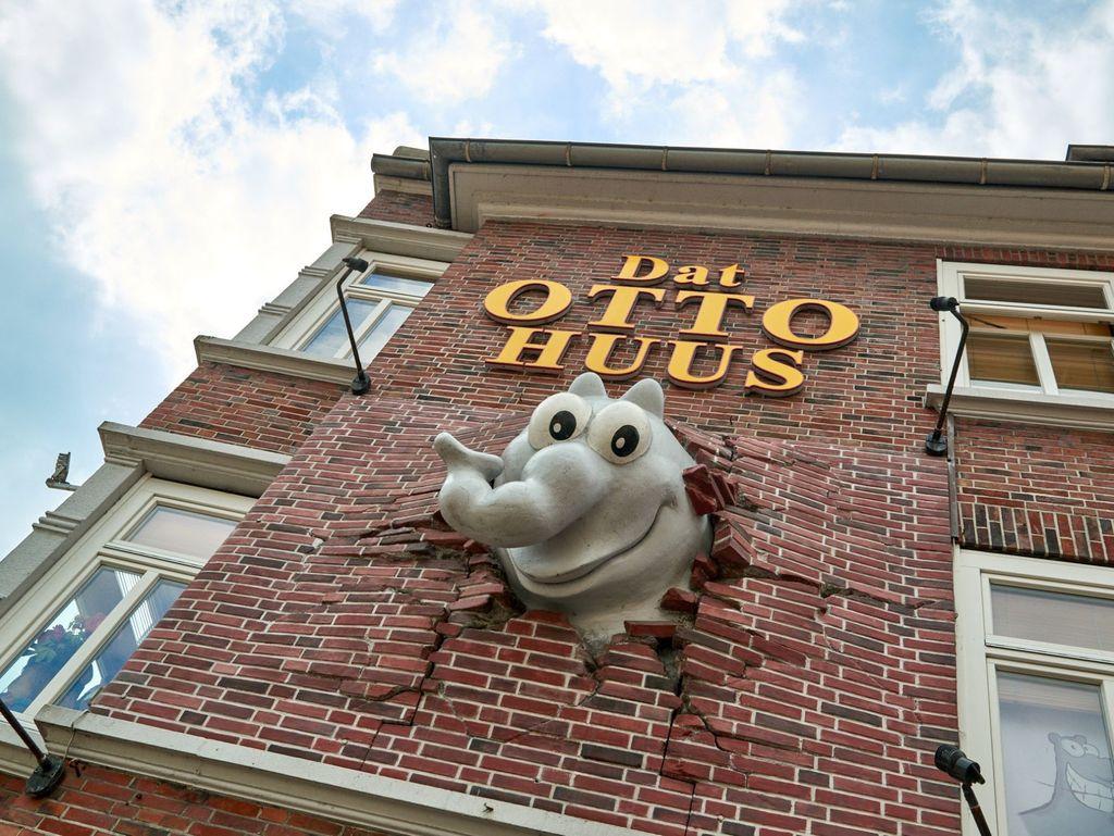 Außenansicht des Otto Huus mit Ottifant in der Fassade