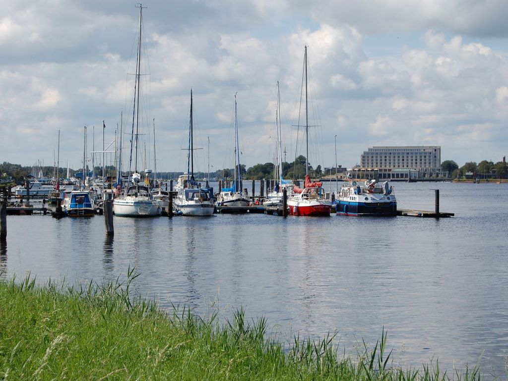 Boote im Hafen von Wilhelmshaven