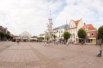 Marktplatz mit Markthalle