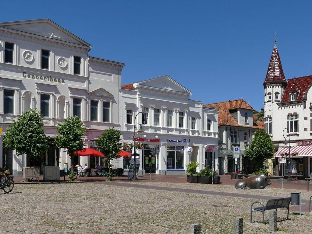 Innenstadt von Jever mit Außenansicht vom Concerthaus