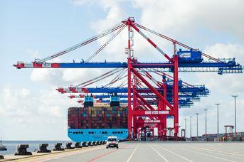 Öffentliche Hafenbustour über den JadeWeserPort