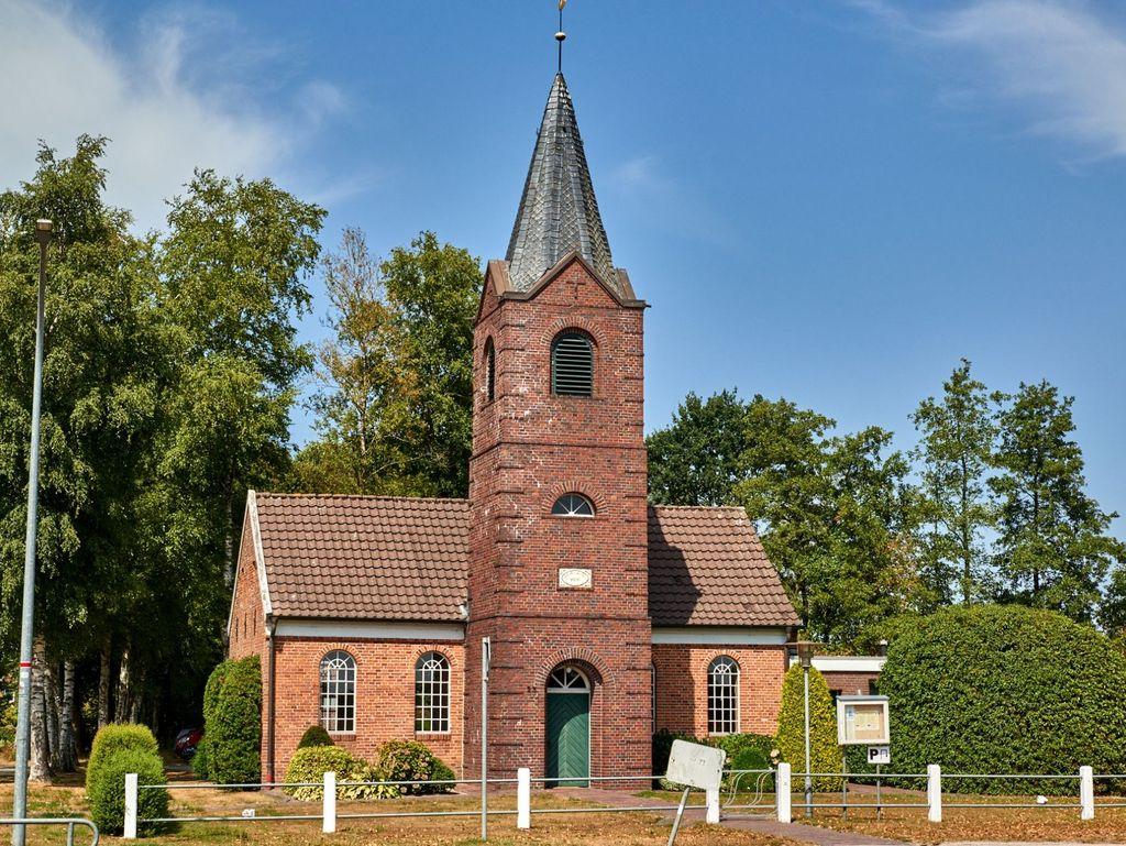 Außenansicht der Kirche in Großefehn