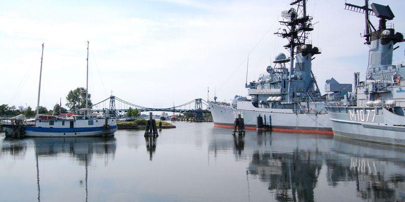 Große Schiffe im Museumshafen in Wilhelmhaven