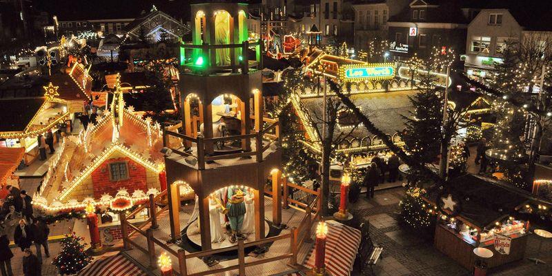 Luftaufnahme vom Weihnachtsmarkt in Aurich