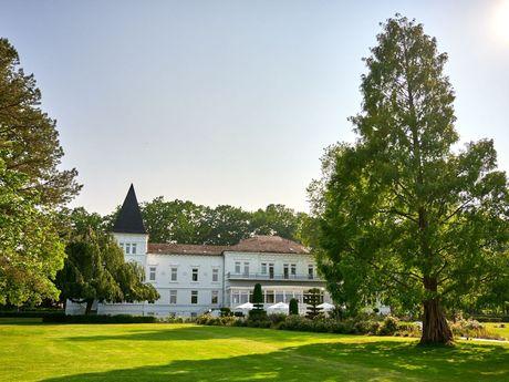 Blick auf das Alte Kurhaus bei sonnigem Wetter