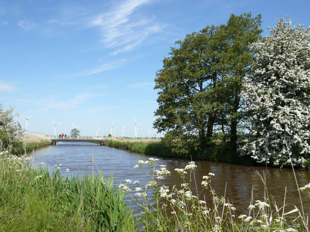Kanal in Bockhorn mit Brücke