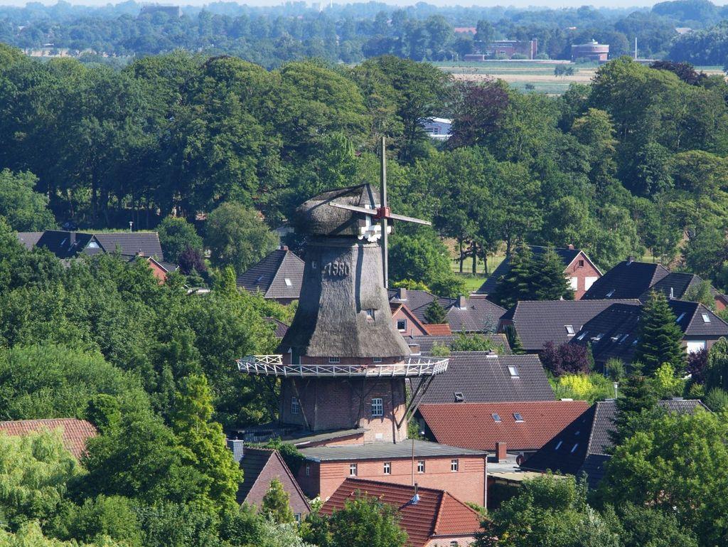 Luftaufnahme von der Mühle in Marienhafe