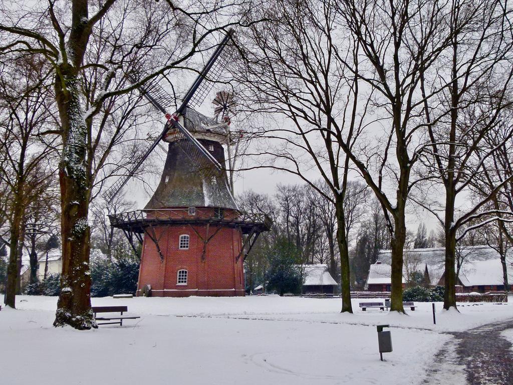Die Mühle in Bad Zwischenahn mit Schnee im Winter