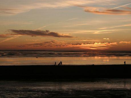 Sonnenuntergang mit Spiegelung im Watt vor Juist