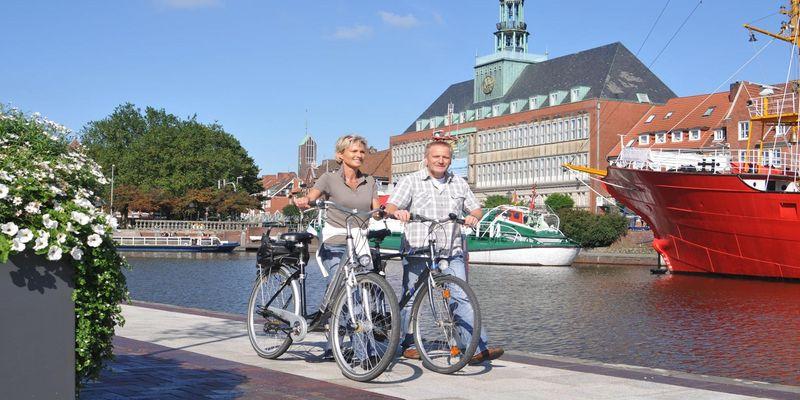 Fahrradfahrer am Delft von Emden