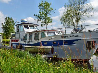 Boot auf dem Kanal in Ostrhauderfehn