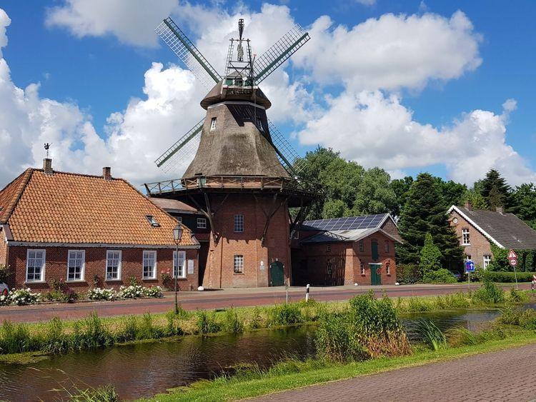 Blick von außen auf die Mühle Westgroßefehn