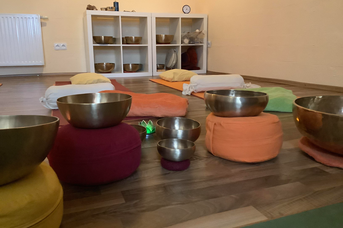 Spiegelhaus Woltzeten: Klang- / Entspannungsreisen mit Klangschalen