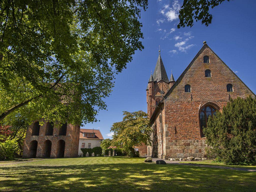 Gebäude der St.-Petri-Kirche in Westerstede